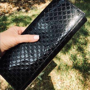 Gucci Microguccissima Patent Leather Clutch ♥️